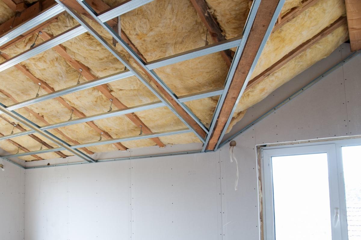 dak langs binnen isoleren met gyproc